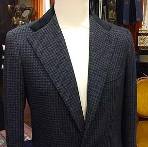 cae349dbfef Наша компания предлагает вам свои услуги по пошиву одежды оптом под заказ в  Москве. Мы используем следующие материалы для изготовления одежды